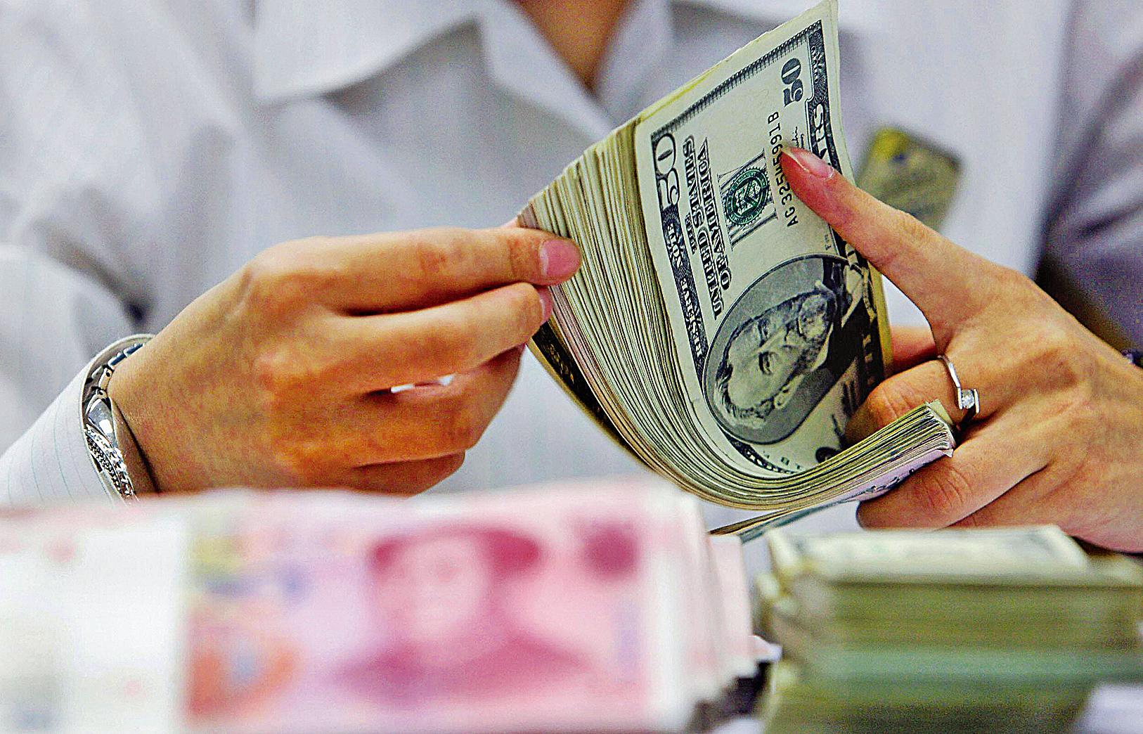 雖然中共提出今年的貨幣政策是「穩健中性」,但是國際機構預計,今年大陸資本外流仍然持續。(Getty Images)