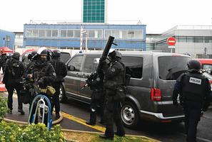 巴黎機場 驚傳男子搶槍遭擊斃