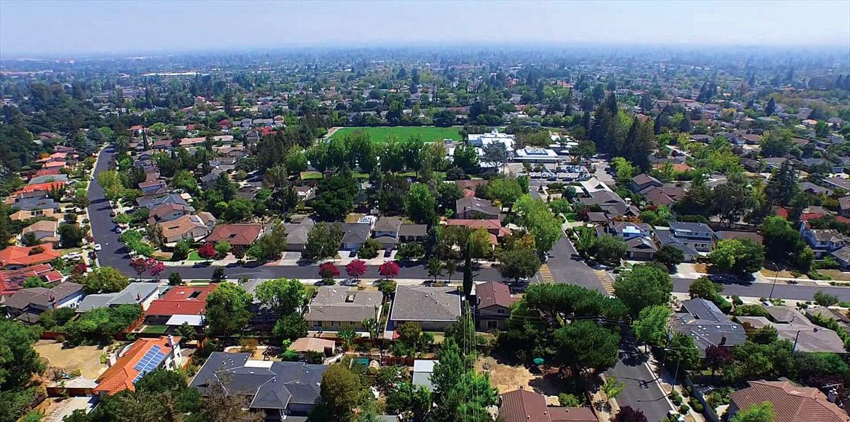 庫柏蒂諾住宅區環境優美,寧靜,是投資和自住的首選。(Mary Tan Realty Team)