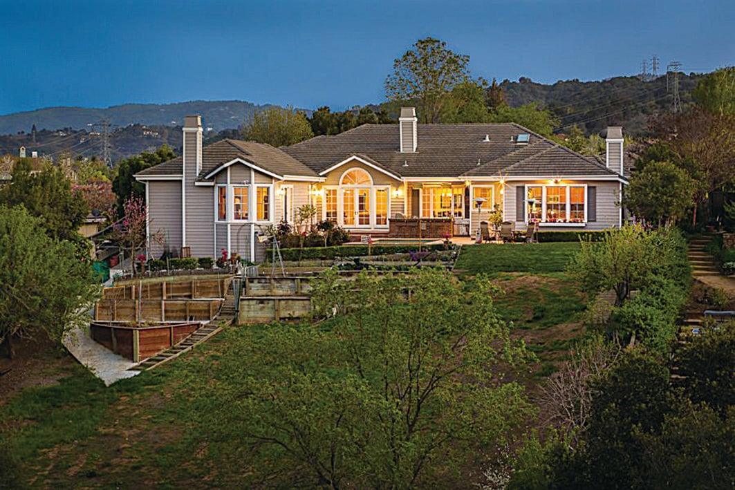 Oak Valley山上的豪宅。(DeLeon Realty)