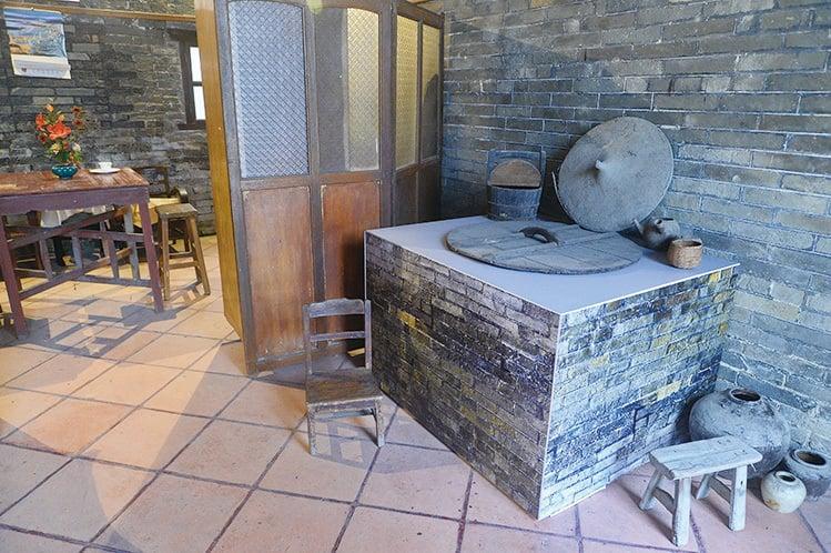 位於新界元朗廈村附屬鄧氏宗祠,被列為法定古蹟,日前開放給公眾參觀。(宋碧龍/大紀元)