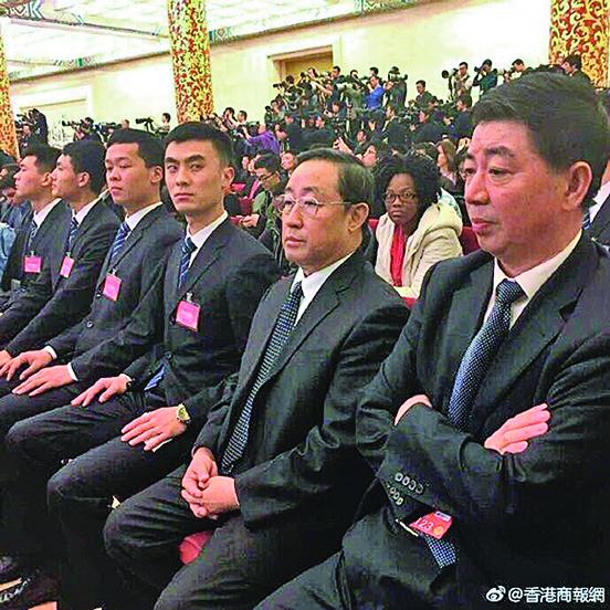 中共公安部常務副部長傅政華(前排右二)在兩會上露面。(網絡圖片)