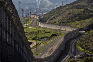 特朗普要建宏偉美墨邊境牆或高30呎