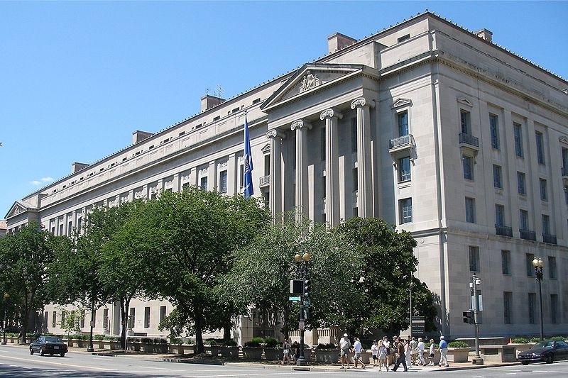 消息人士稱,特朗普將會提名白宮高級顧問康威(Kellyanne Conway)的先生喬治・康威(George Conway)擔任司法部的民事部門主管。圖為司法部大樓。(Wikicommons)