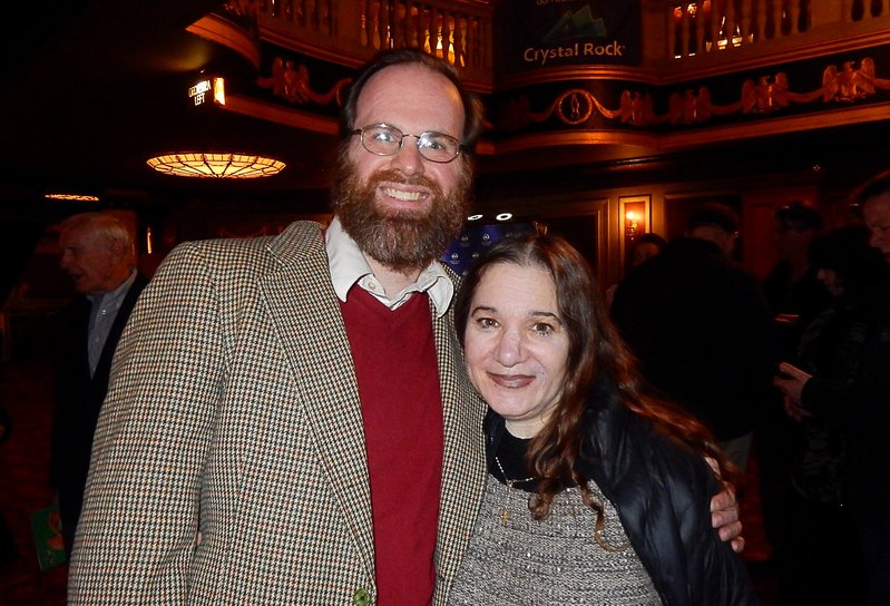 3月18日下午,美國神韻北美藝術團在美國康乃狄克州沃特伯里派雷斯劇院(Palace Theater)首場演出令Amscan公司設計師與插畫家Clayton Preston與太太Patricia Preston心靈深受震撼。(衛泳/大紀元)
