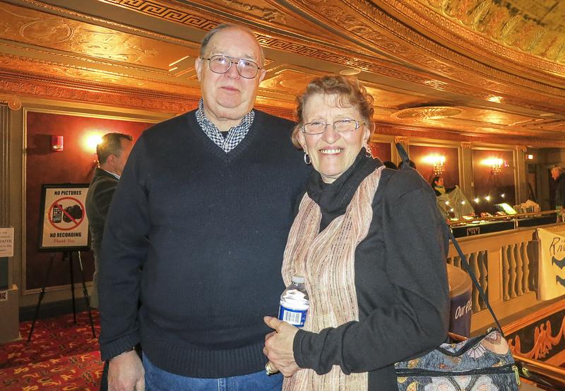 Sandy Mckenney和George Mckenney夫婦於2017年3月18日下午在康州沃特伯里派雷斯劇院(Palace Theater)在第一次觀看神韻,認為神韻音樂充滿生命力。(林南宇/大紀元)