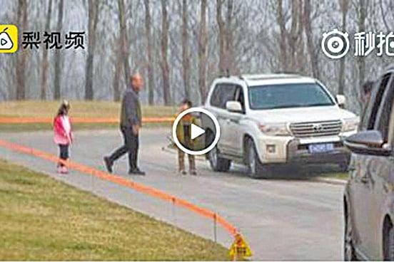 北京動物園再曝險情 遊客在虎區多次下車