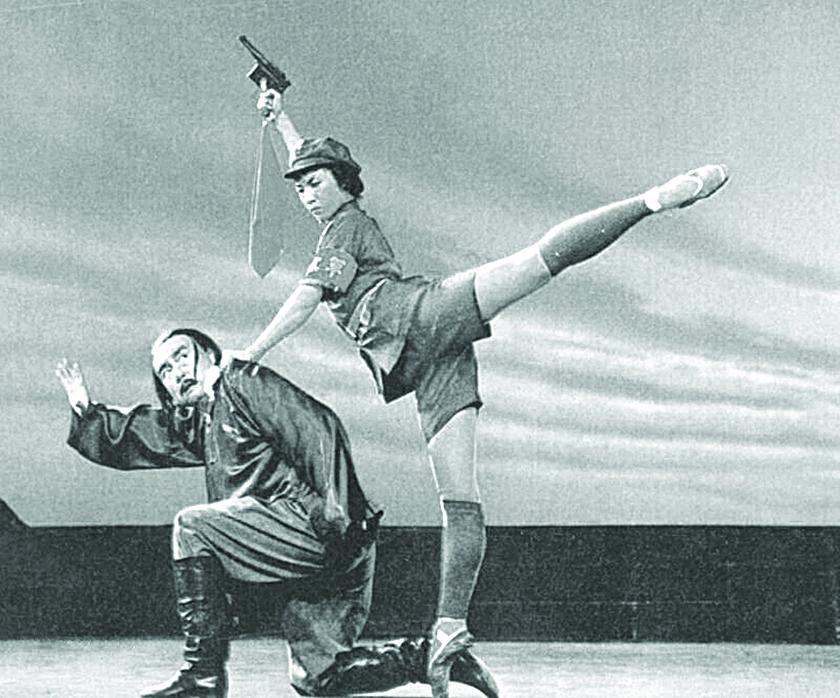 1961年的電影《紅色娘子軍》,是中共用來愚弄中國人的八大樣板戲之 一,還被編成芭蕾舞劇。實際上這些娘子軍的下場很慘,她們在日軍入侵之前就解散了。(網絡圖片)