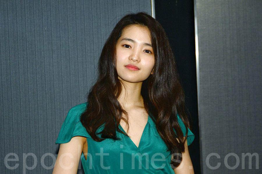 憑藉《下女誘罪》獲得最佳新演員提名的韓星金泰璃,今日現身香港,出席第1屆亞洲電影大獎活動。(宋碧龍/大紀元)