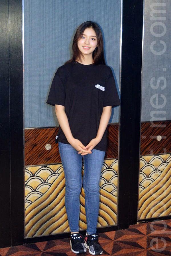 憑藉周星馳的《美人魚》一炮而紅的素人林允,今次又憑此片與韓國新星金泰璃一起角逐第11屆亞洲電影大獎最佳新演員,同時獲頒亞洲飛躍演員大獎。(宋碧龍/大紀元)