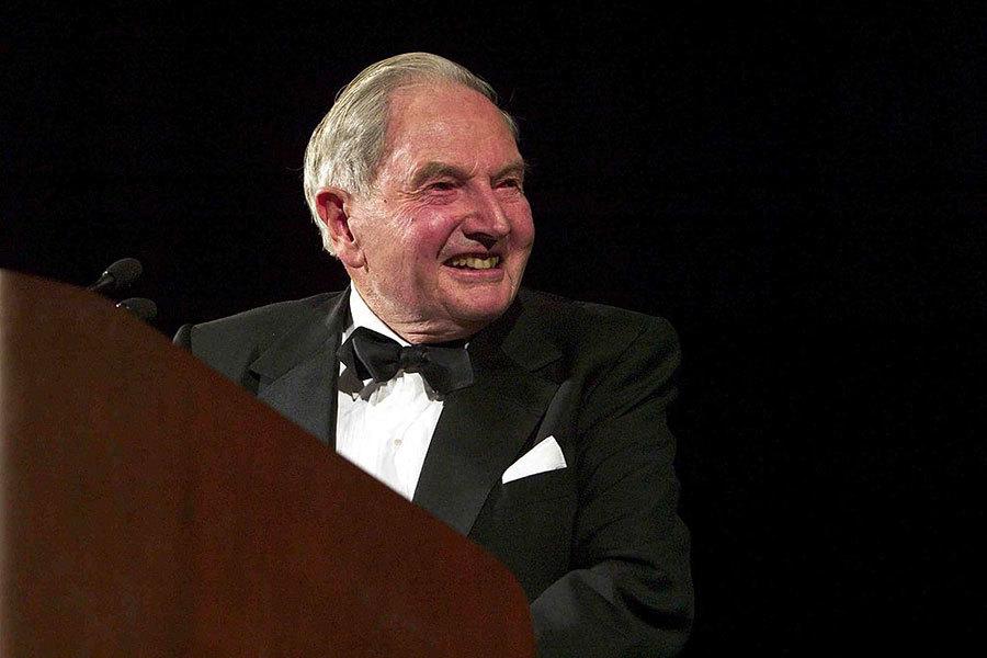 紐約億萬富翁、慈善家、洛克菲勒家族現存最年長成員大衛・洛克菲勒(David Rockefeller)去世。圖為洛克菲勒在2003年出席一個活動。(Brendan Smialowski/Getty Images)