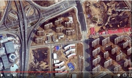 《商業內幕》用最新衛星技術清晰呈現了中國「鬼城」內部陰森、淒涼的景象。(Youtube視像擷圖)