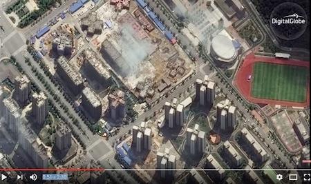 巨大的長沙梅溪湖開發區看起來怪異而恐怖,摩天大樓增加了數十棟,卻沒有多少人居住。(Youtube視像擷圖)