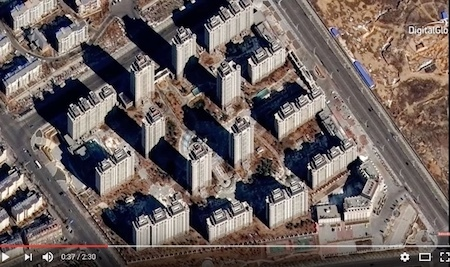 東升的這一開發區已投入使用,但似乎沒有甚麼居民。(Youtube視像擷圖)