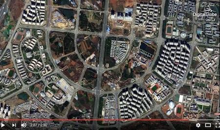 從呈貢區大面積、縱橫交錯的公路可看出,該區有著龐大的計劃。但道路仍然大多被空置,許多街區依然是農田。(Youtube視像擷圖)