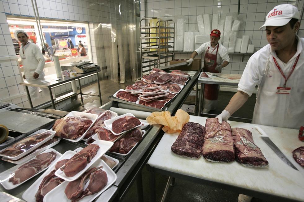 香港食物安全中心昨日亦決定暫時禁止所有巴西生產的冷藏及冰鮮肉類和禽肉進口,即時生效。(MAURICIO LIMA/AFP/Getty Images)