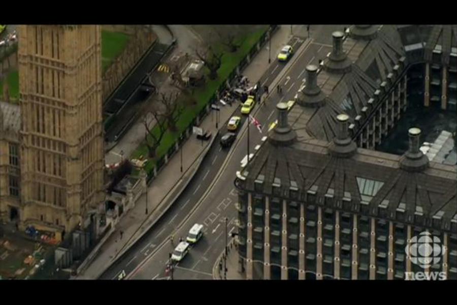 位於倫敦市中心的英國議會大樓外傳槍響。官員及新聞工作者紛紛發推文說,聽到由議會大樓外傳來巨大聲響。(視像擷圖)