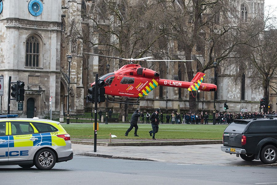 在國會大樓的襲擊發生之後,現場的援助工作也動用了空中救護直升機。(Jack Taylor/Getty Images)