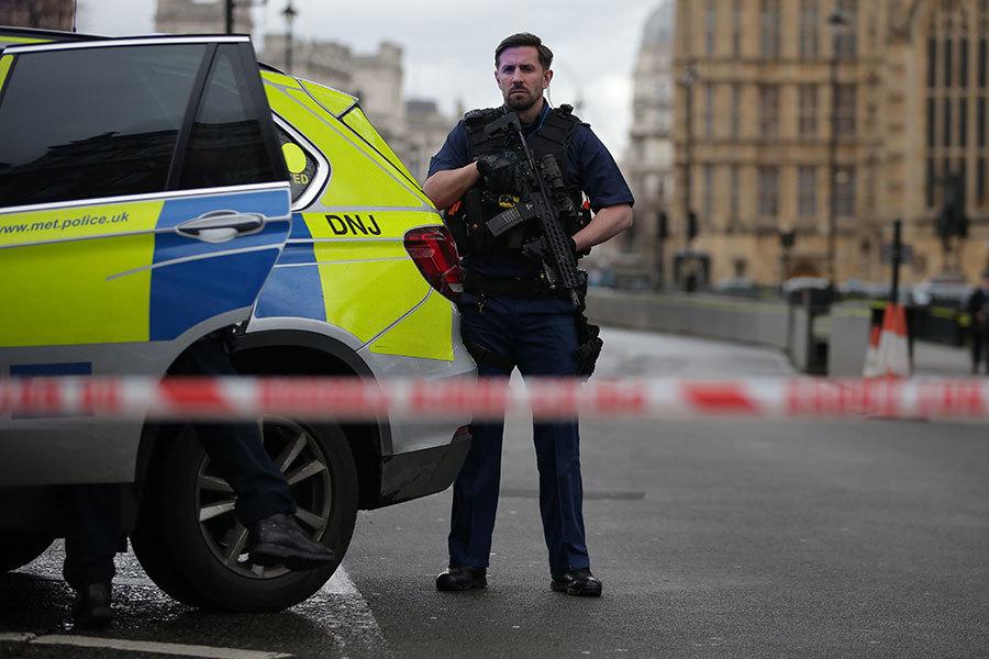 英國國會大樓外22日下午傳出槍響,多人受傷,目前國會大樓西敏宮(Palace of Westminster)暫時關閉,嚴加戒備。(DANIEL LEAL-OLIVAS/Getty Images)