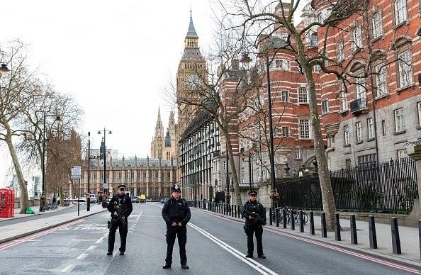 慘劇發生之後,武裝警察很快封鎖了現場。(JOEL FORD/AFP/Getty Images)