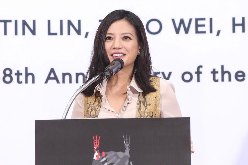 《新京報》發長文揭趙薇夫妻富豪朋友圈