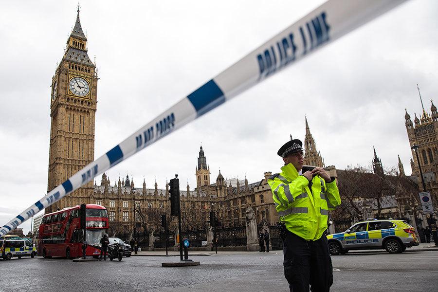 英國國會大廈外22日下午發生襲擊事件,至今已有5死40傷,警方表示,犯案動機「與伊斯蘭有關」。(Jack Taylor/Getty Images)