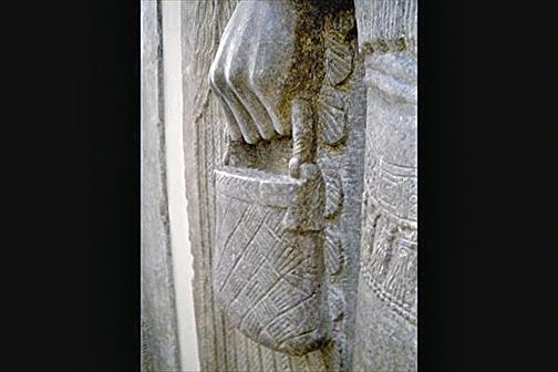 古人偏愛手提包?萬年雕像難解之謎