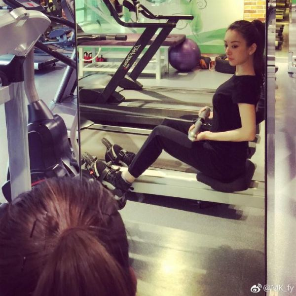 方媛去做運動力證她身材依然纖瘦,為懷孕傳聞辟謠。(方媛微博圖片)