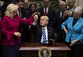 放權給各州扶持就業 特朗普推翻奧巴馬法規