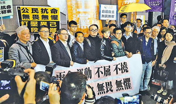 梁振英政府在特首選舉次日起訴9名參與傘運的名人,被批進一步製造撕裂。公民黨主席梁家傑斥特首梁振英有意「 放炸彈﹂。