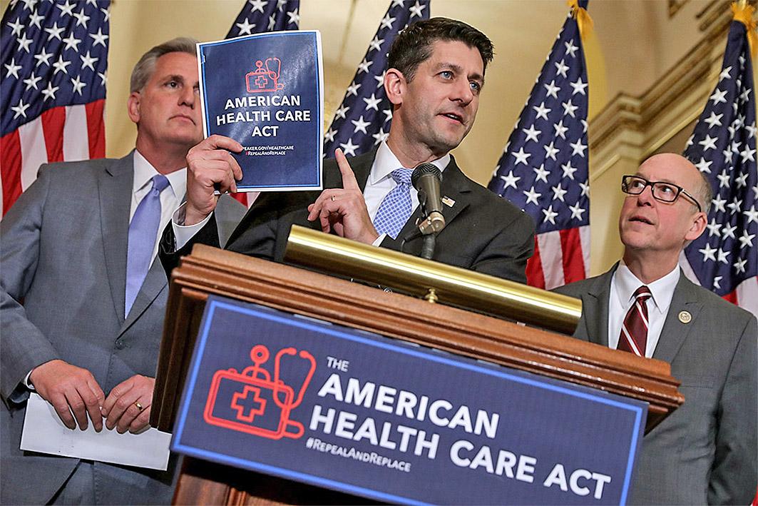 美國眾議院議長瑞安(中)3月24日緊急撤回《美國健保法案》(AHCA)。(Getty Images)