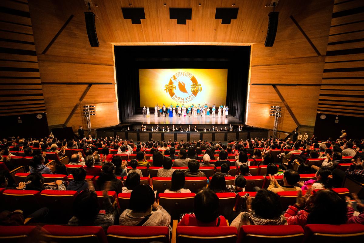 神韻藝術團2017年度在台灣的巡演告一段落。第十一度到台灣巡演的神韻藝術團,再次蟬聯當地藝文團體演出的票房冠軍。(大紀元資料圖片)