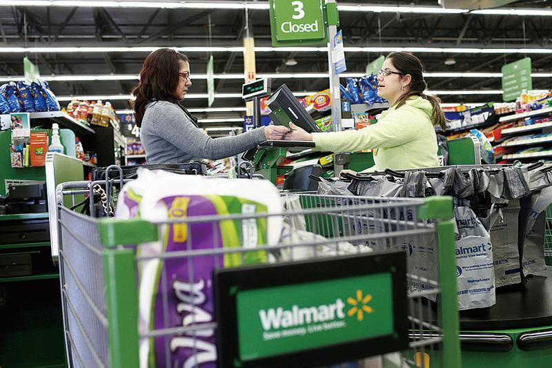 從今年1月初到2月底,美國大部分區域經濟活動持續擴張,消費者支出增加。(Getty Images)