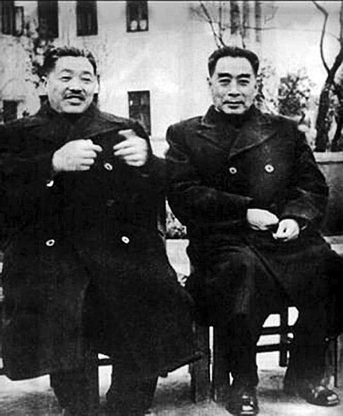 周恩來(圖右)引薦賀龍(圖左)入黨,到賀龍去世,兩人有著長達42年的交往。(網絡圖片)