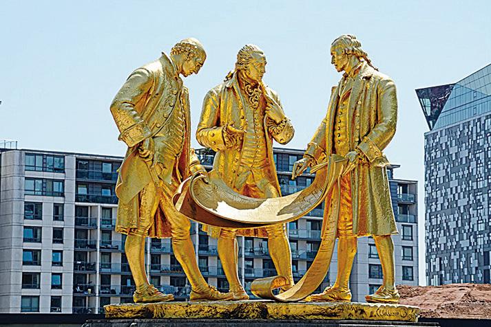 伯明翰地標塑像,三個天才推動了英國的工業革命。(arenaphotouk/depositphotos)