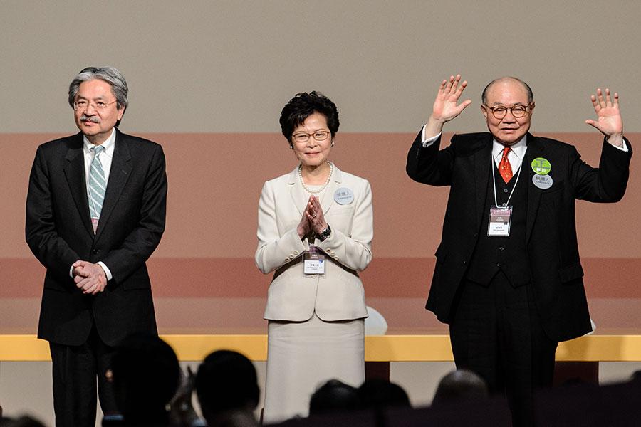 香港行政長官選舉3月26日選出第五屆行政長官,林鄭月娥取得777票當選,成為香港第一位女特首。(ANTHONY WALLACE/AFP/Getty Images)