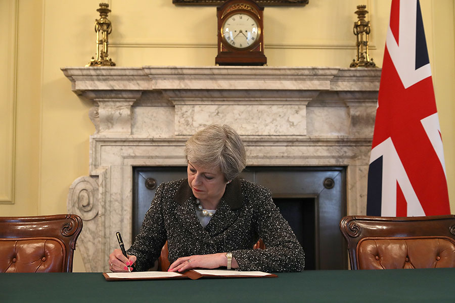 英國首相文翠珊(Theresa May)正式簽署了遞交歐洲理事會主席圖斯克的公函。(Christopher Furlong - WPA Pool/Getty Images)