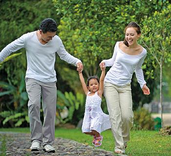 老中醫說,散步是息心法,心息則神安,神安則氣足,氣足則血旺,血氣流暢,則有病可以祛病。而最佳的放鬆身心散步時間是午時。(Fotolia)