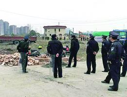 業主法院出庭時 政府偷拆民宅