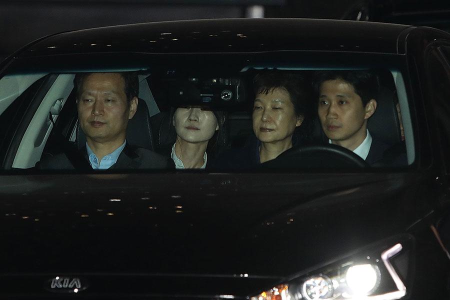 南韓前總統朴槿惠3月31日凌晨被批捕,被立即帶到首爾市郊區的看守所。(Chung Sung-Jun/Getty Images)