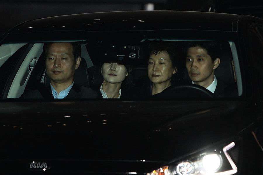 朴槿惠被捕 今日凌晨被關進看守所