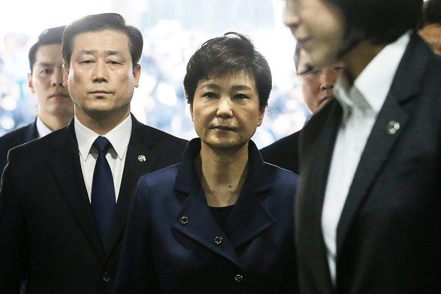 朴槿惠被逮捕 移送至首爾看守所