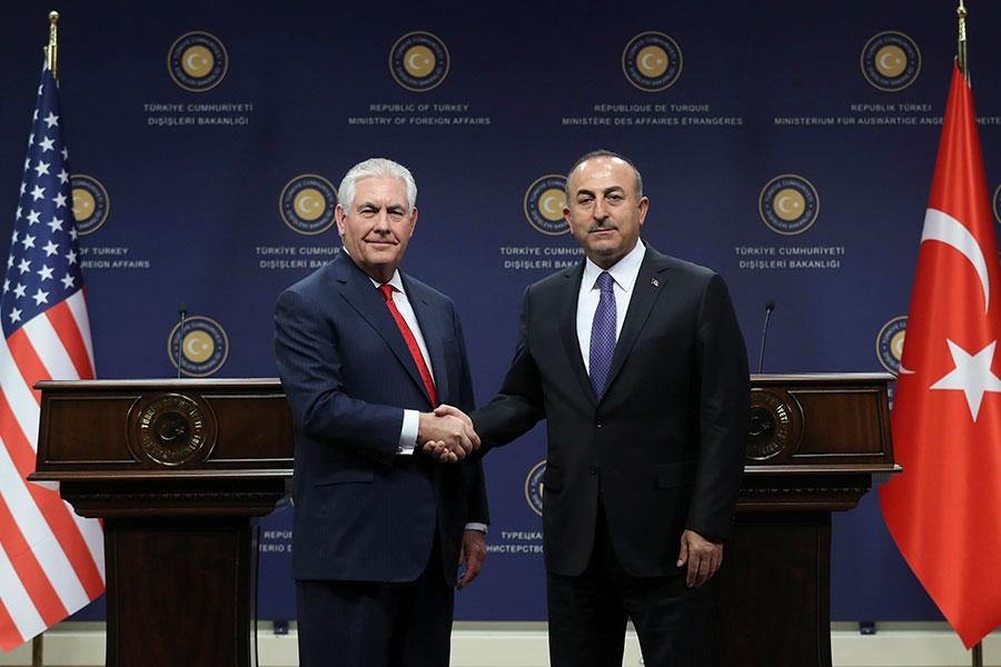 美國國務卿蒂勒森3月30日訪問土耳其,和土國外長卡夫索格魯舉行新聞發佈會。(ADEM ALTAN/AFP/Getty Images)