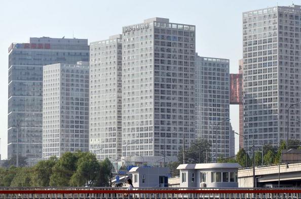 有大陸學者表示,北京的房價之所以在大陸獨領風騷是因為北京在權力體系中處於頂峰。圖為北京一處商業樓盤。(AFP)