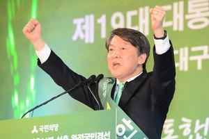 韓大選格局變化 安哲秀成文在寅有力對手