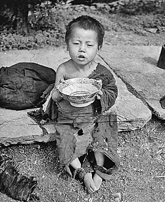 1946年大飢荒中乞討的孩子(網絡圖片)