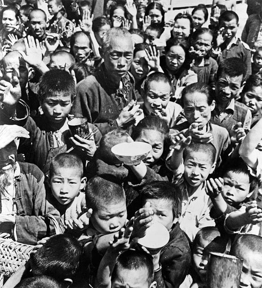 大饑荒時期,大批餓死人時,中共紅色畫家還在繼續為中共歌功頌德。(網絡圖片)
