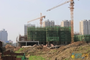 開發商拿地同比大增 預計樓市調控終究會停