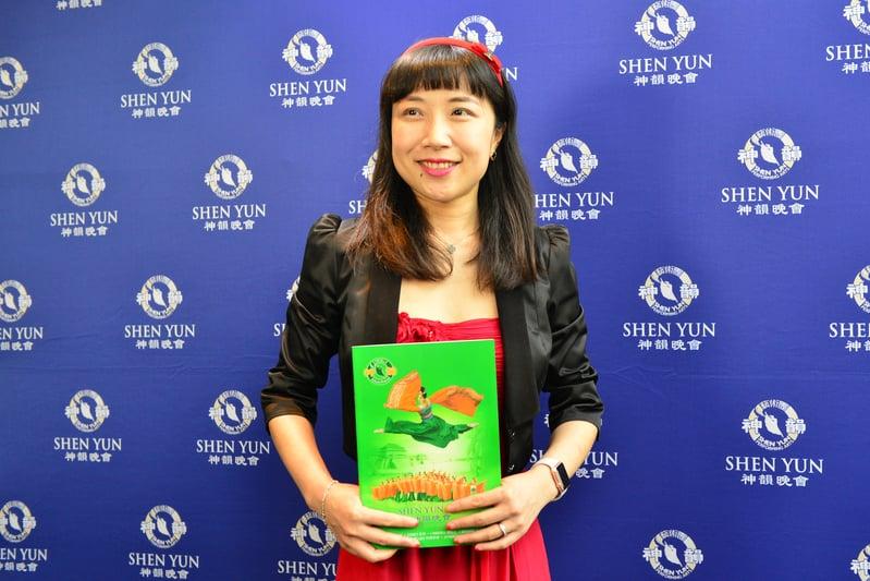 華裔銀行精算師Kylie Jiang觀看神韻在悉尼的最後一場演出。(駱亞/大紀元)