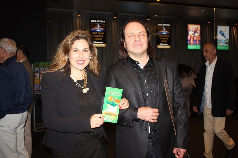 項目經理Gary Wiaslab和從事教育的妻子Dulce觀看神韻在悉尼的最後一場演出。(駱亞/大紀元)
